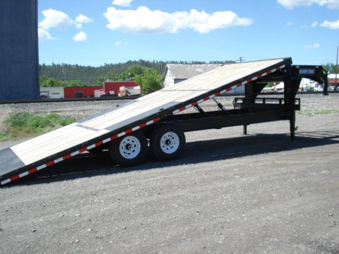 2020 Black SureTrac 81/2 x 24 GN Deckover P Tilt , located at 80 Big Timber Loop Road, Big Timber, MT, 59011, (406) 860-8510, 45.837139, -109.951393 - Photo #4