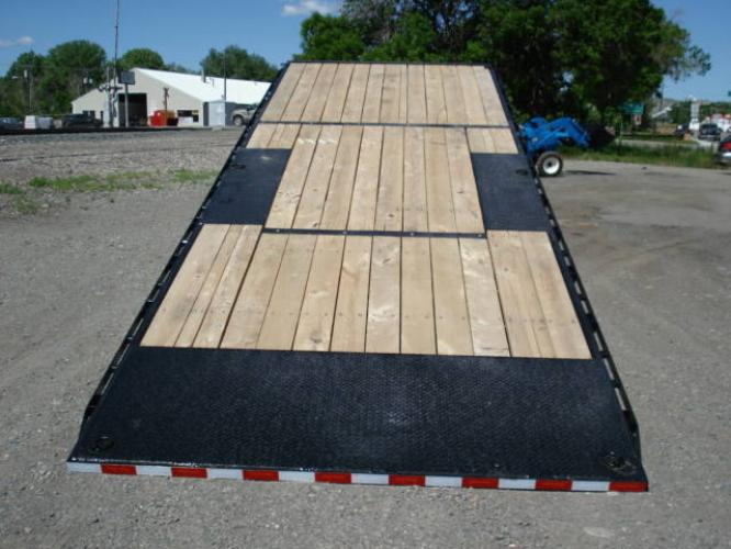 2020 Black SureTrac 81/2 x 24 GN Deckover P Tilt , located at 80 Big Timber Loop Road, Big Timber, MT, 59011, (406) 860-8510, 45.837139, -109.951393 - Photo #5