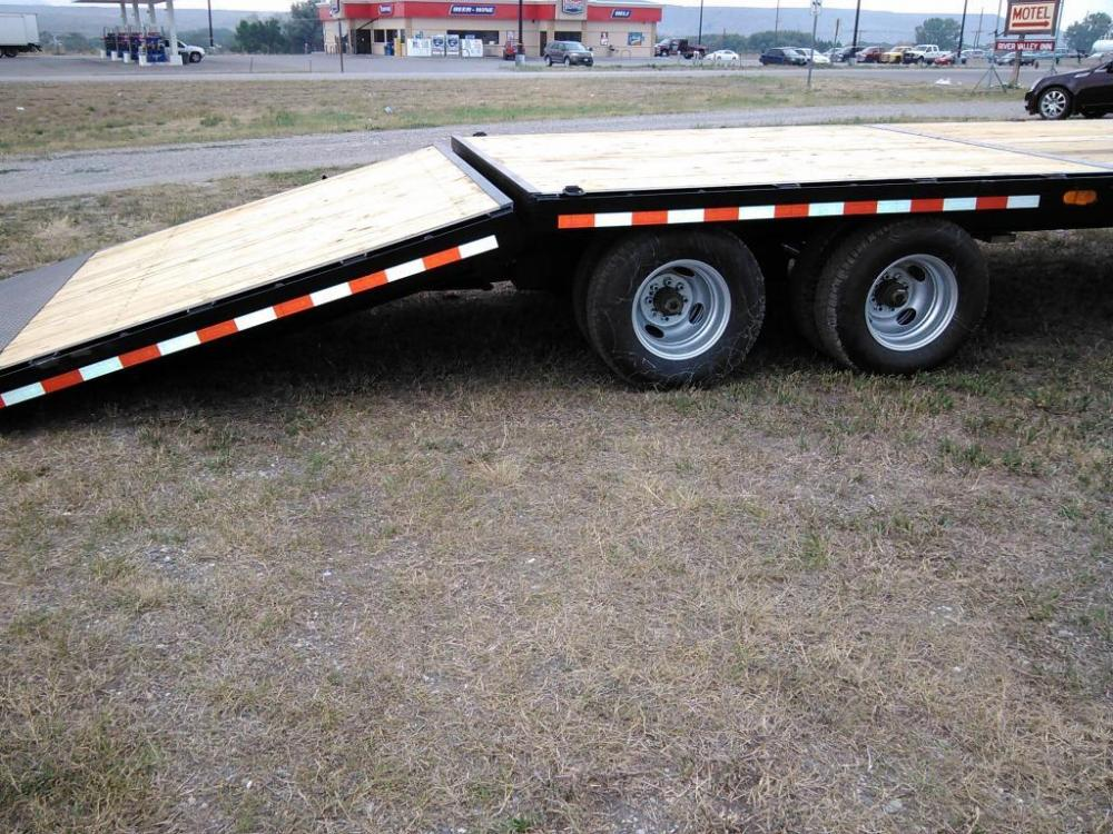 2021 Black SureTrac 81/2 x 35 GN Deckover w/ Power Dovetail , located at 80 Big Timber Loop Road, Big Timber, MT, 59011, (406) 860-8510, 45.837139, -109.951393 - Photo #1