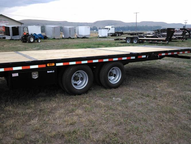 2021 Black SureTrac 81/2 x 35 GN Deckover w/ Power Dovetail , located at 80 Big Timber Loop Road, Big Timber, MT, 59011, (406) 860-8510, 45.837139, -109.951393 - Photo #3