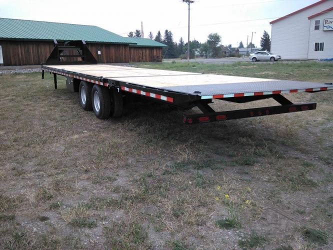 2021 Black SureTrac 81/2 x 35 GN Deckover w/ Power Dovetail , located at 80 Big Timber Loop Road, Big Timber, MT, 59011, (406) 860-8510, 45.837139, -109.951393 - Photo #4