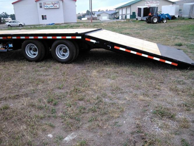 2021 Black SureTrac 81/2 x 35 GN Deckover w/ Power Dovetail , located at 80 Big Timber Loop Road, Big Timber, MT, 59011, (406) 860-8510, 45.837139, -109.951393 - Photo #6